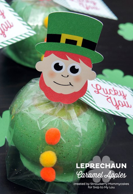 Leprechaun Caramel Apples on www.strawberrymommycakes.com #caramelapples #stpatricksday #freeprintables
