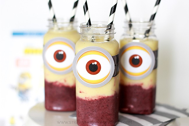 If you need a healthy treat for your Minions movie fan, try this Yummy and Easy 2 Flavored Minion Smoothie!