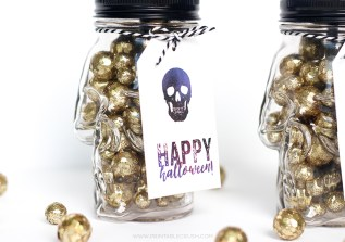 These FREE Printable Halloween Gift Card Holders with the famous Shakespeare Quote are the perfect gift for a friend that is hard to buy for! Attach them to these awesome Skull Mason Jars and you're good to go!