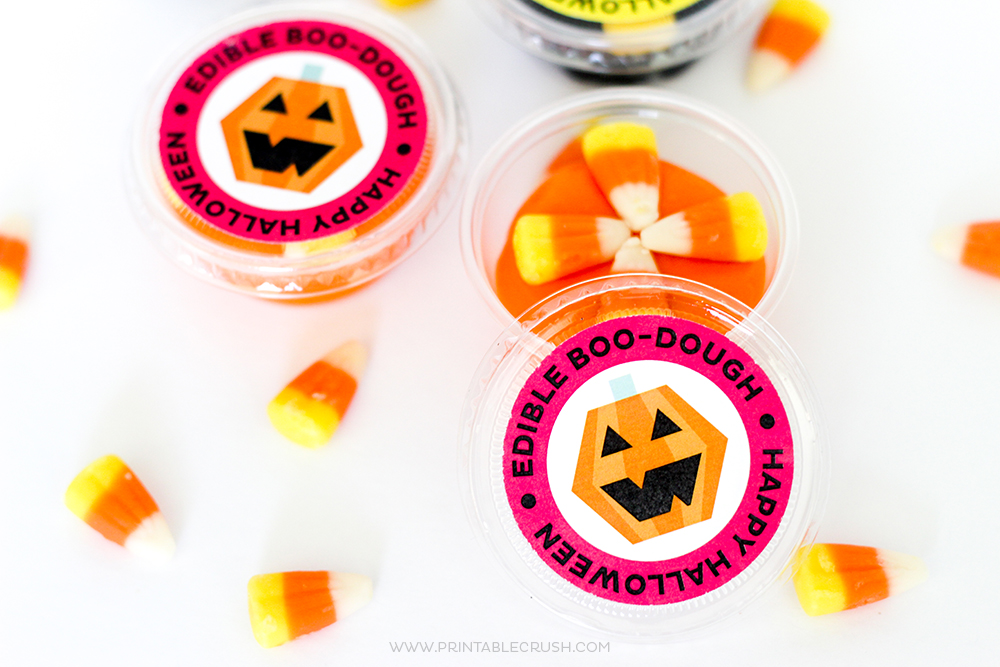 Download these FREE Edible Playdough Halloween Printables for a fun and delicious treat for the kids! These would be the perfect Halloween party favor!