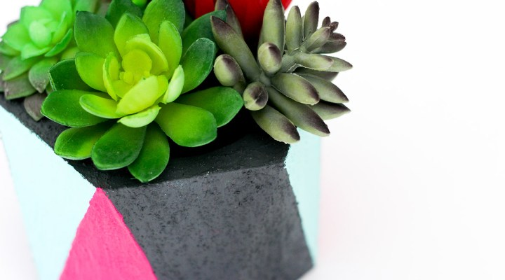 You only need 4 supplies for this Faux Concrete Planter DIY Decor Project and it only takes minutes to make! Such an easy and stunning DIY craft!