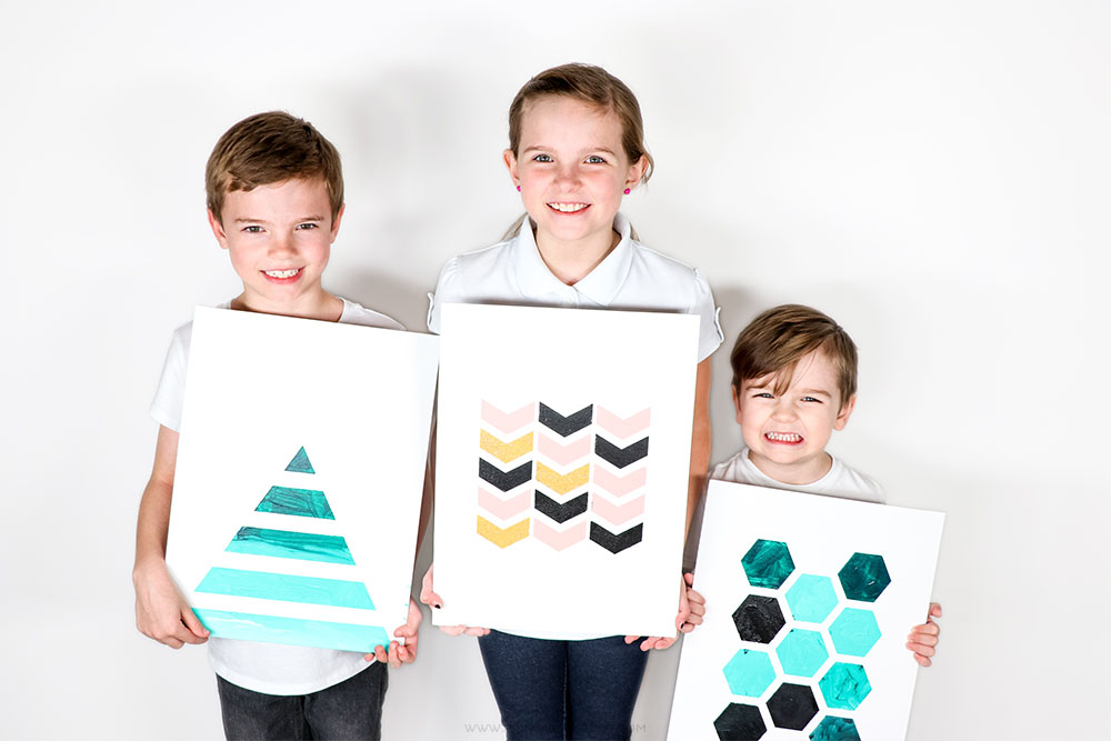 These modern art prints are SO easy to make - even my four year old could do it! Check out this tutorial for making gorgeous acrylic artwork and how you can easily switch out your kid's artwork with Snapezo Frames!