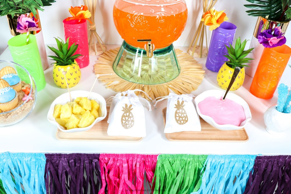 Keep the food simple with these Easy Luau Party Ideas from Printable Crush!