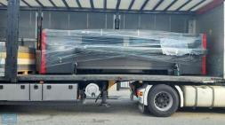 Trasporte y descarga de camión de impresora EFI Vutek QS 3200 de gran formato