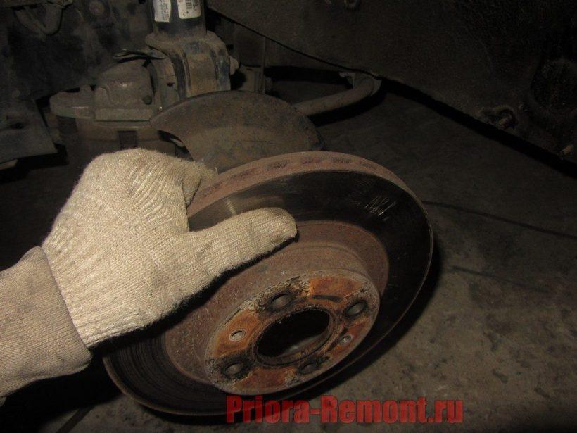 как снять тормозной диск на Приоре