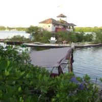 Ilha Tropical Construida com Garrafas de Plástico Recicladas