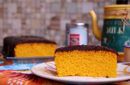 imagem bolo de cenoura com cobertura de chocolate