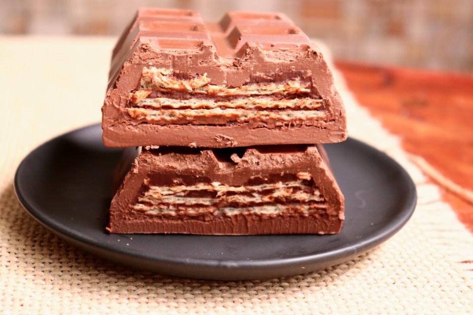 imagem barra de chocolate recheada tipo kit kat
