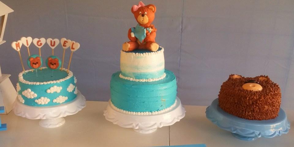 imagem de trio de bolos decorados