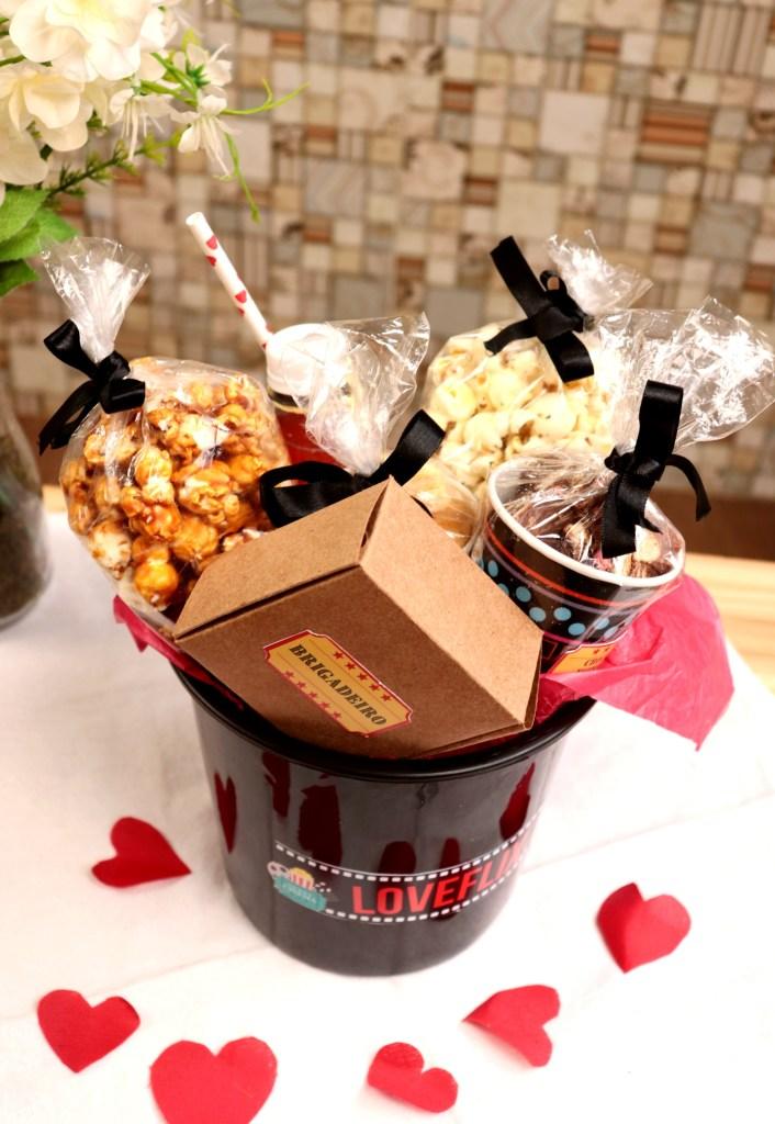imagem baldinho com doces para cinema em casa