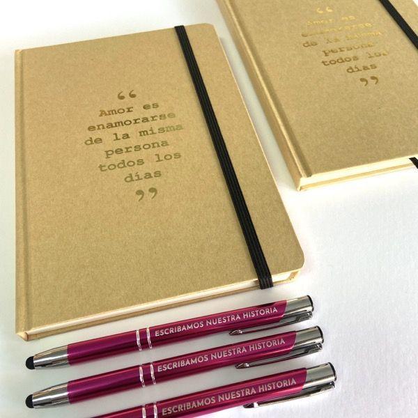Bloc de notas kraft y bolígrafo personalizado con frase romántica para novias y novios y para regalo de invitados 01