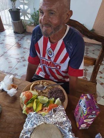 Don José: El abuelito que le dieron croquetas en vez de comida, ya tiene casa