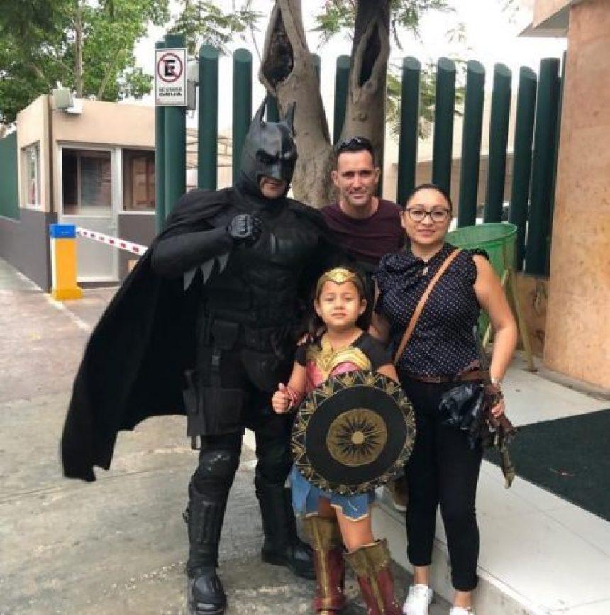 'Batman Yucateco': El superhéroe que lleva alegría y algo mas a comunidades vulnerables