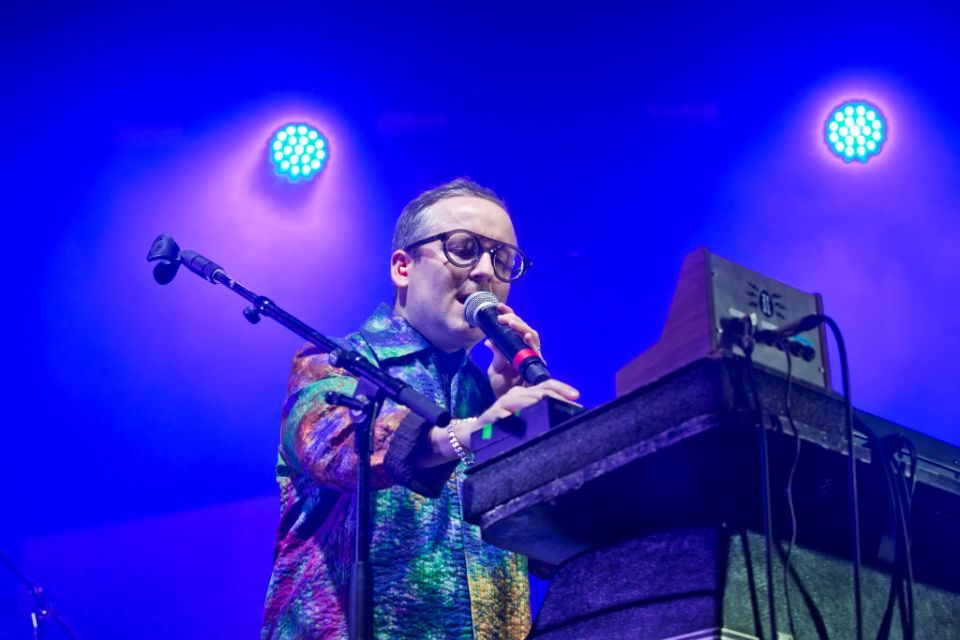"Escucha ""Straight To The Morning"", la nueva canción de Hot Chip y Jarvis Cocker"