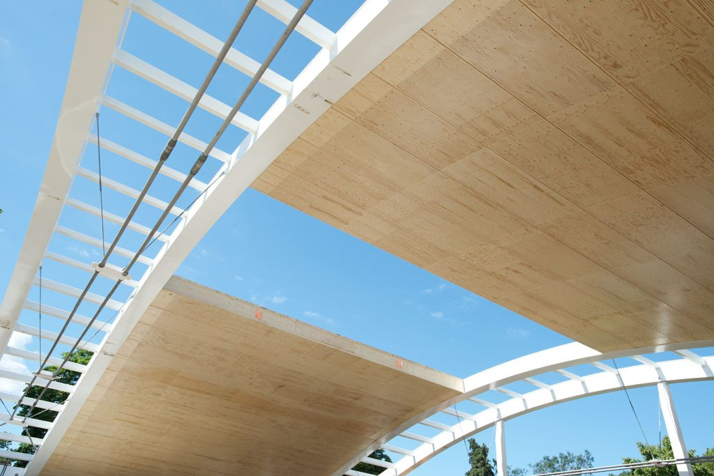 The Hurlingham Club, London. To accommodate the curve of the structure four different element widths were determined, totaling 140 prefabricated Kerto® LVL elements. Image by Metsä Wood UK.