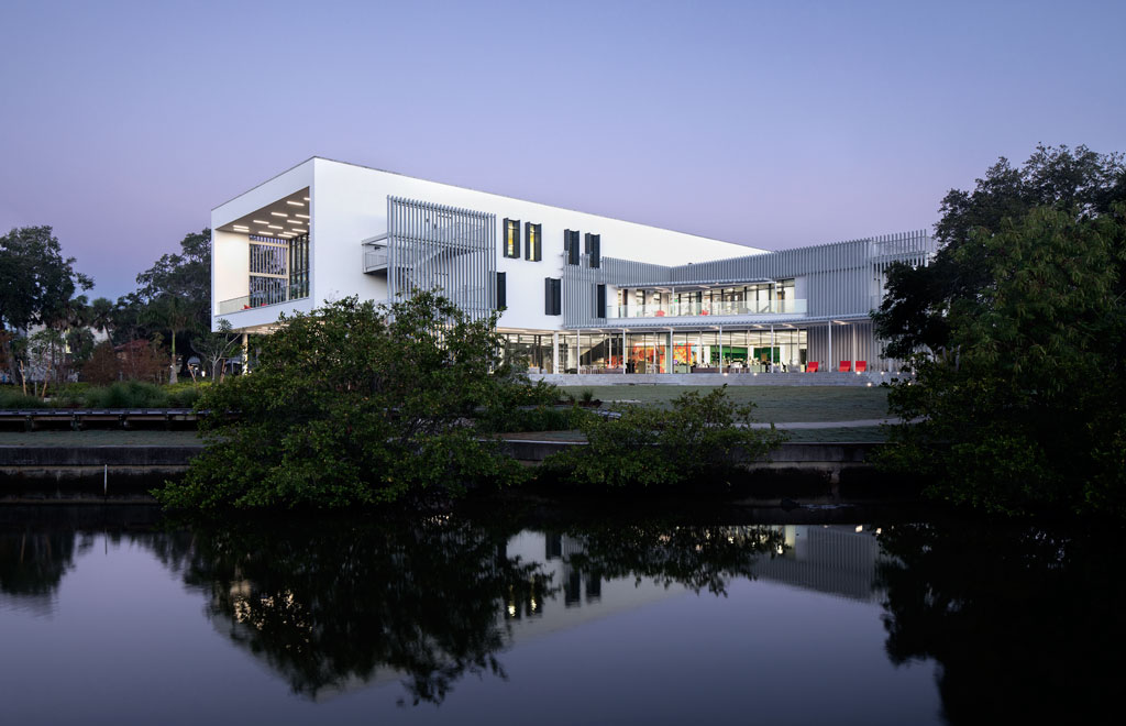 The Alfred R. Goldstein Library covers 49,000 sf—nearly four times the area of the library it replaces. Shepley Bulfinch designed the building to open up views of the surrounding landscape, including previously neglected Whitaker Bayou along the campus' eastern border. (Shepley Bulfinch, design architect; Sweet Sparkman, associate architect). Photo credit: Jeremy Bitterman
