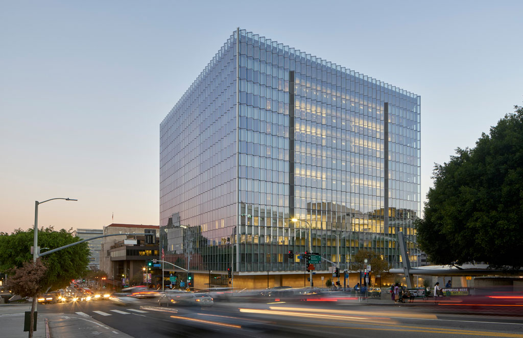 Certified LEED® platinum, the united states courthouse is rooted in classic principles, sustainable strategies and a contemporary spirit. The building's expression is an inextricable union of site topography, functionality, environmental performance, form and democratic principles that honor the public realm. Image: © Bruce Damonte