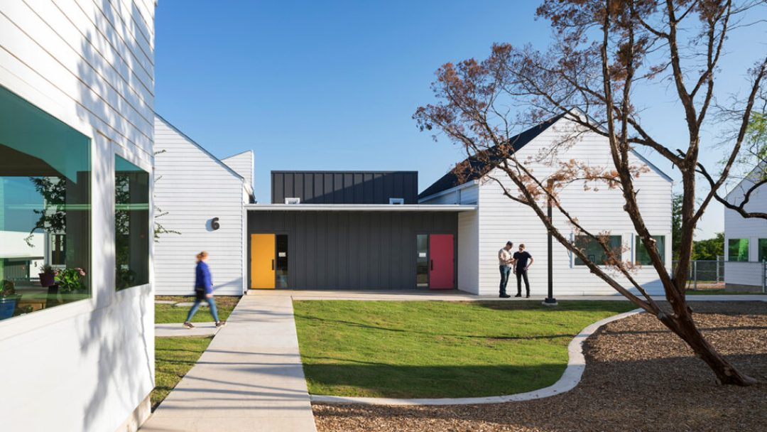 Each building cluster encircles a central courtyard where students from its respective learning community can play or engage in outdoor learning with their peers. Photo credit: © Albert Verceka/Esto