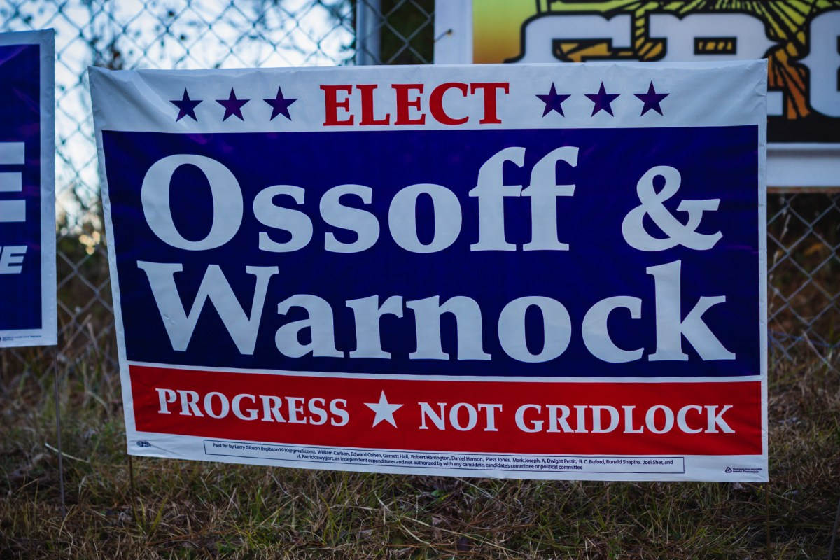 sign-at-a-polling-location-supporting-jon-ossoff-raphael-warnock-for-senate-in-the-georgia-runoff t20 Wgr47K