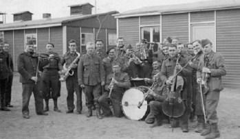 PRISONNIERS de guerre FANFARE du STALAG X C