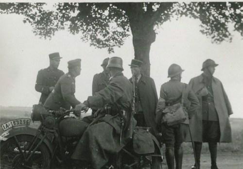officiers français se rendant aux allemands