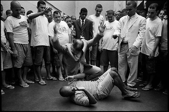 Pastor Marcos Pereira da Silva and prisoner in Polinter Prison, Rio de Janeiro. © Gary Knight, VII Agency