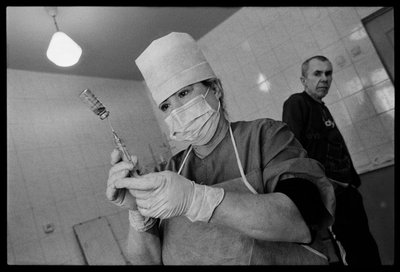 A nurse prepares a daily injection for TB patients at Tomsk Regional Clinical Tuberculosis Hospital, Building #3. James Nachtwey/VII
