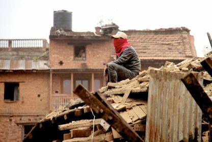 nepal earthquake bhaktapur people working