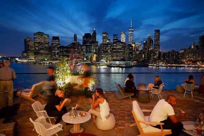 15. Harriet's Rooftop & Lounge