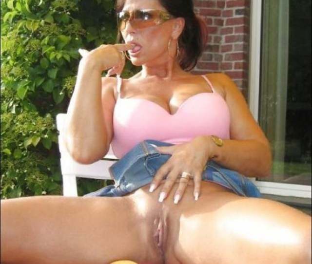 Horny Milf Playing With Her Pussy And Tasting Her Juices Outside In The Backyard