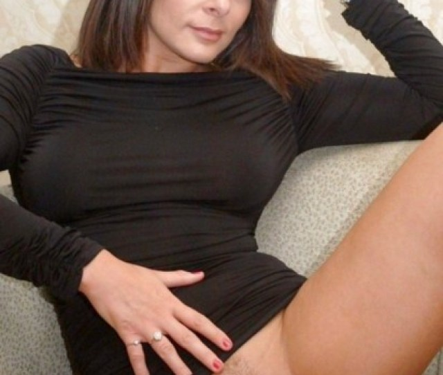 Sweet Trimmed Pussy On This Brunette Milf Babe