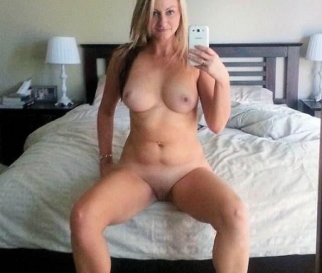 Hot Naked Amateur Milf Selfie