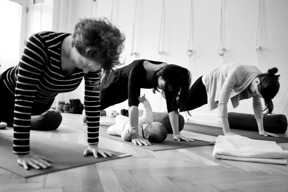 YOJO efterfødselshold ·Yoga og jordemoder ·Kejserinderne