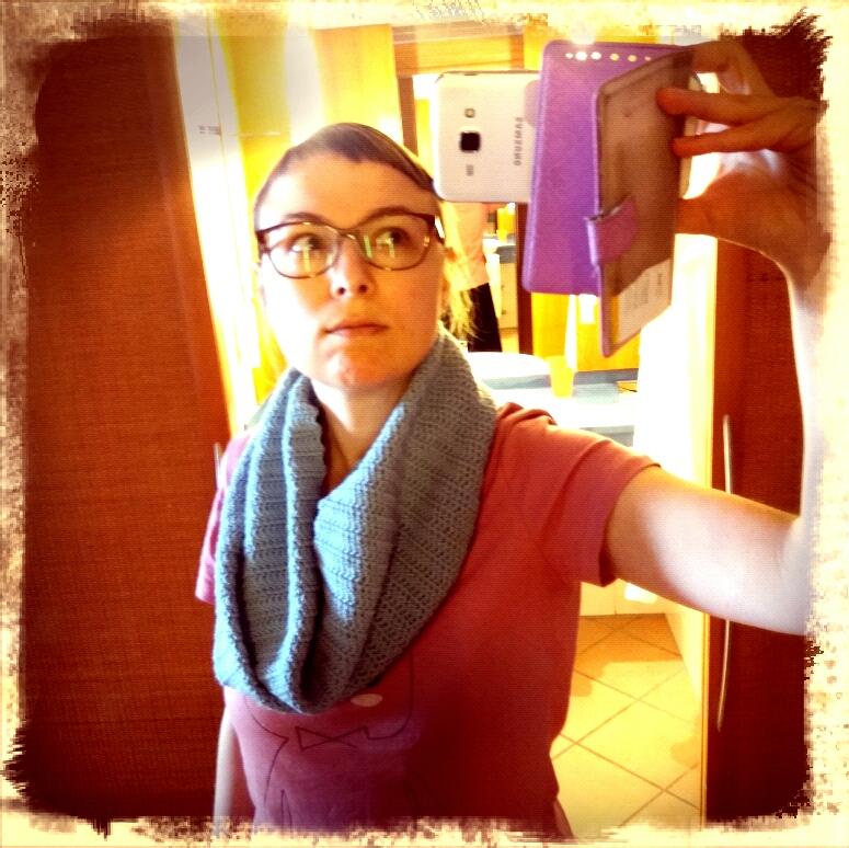 Den schönen Schal habe ich gehäkelt