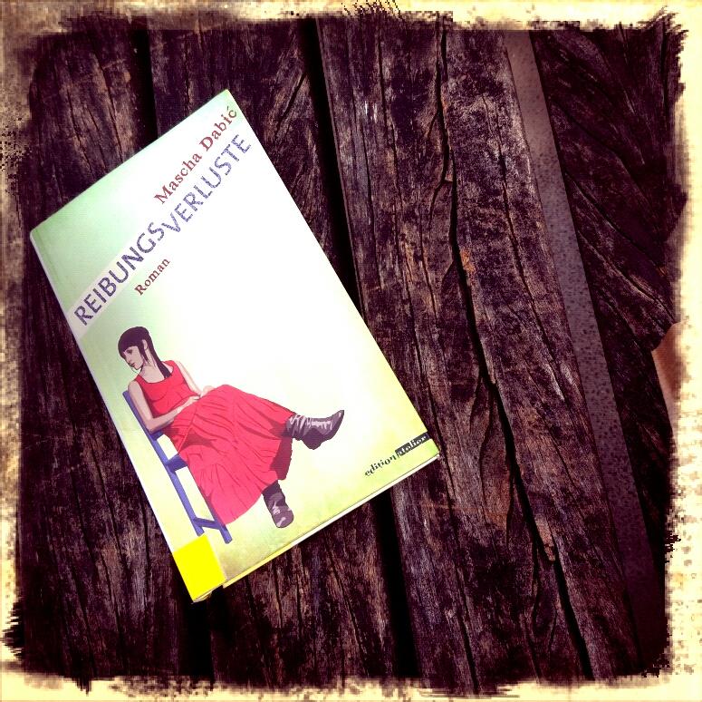"""Buch """"Reibungsverluste"""" liebt auf einer Parkbank"""