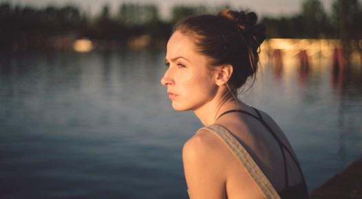 Psychotherapie Aachen: Frau mit Burnout, Depressionen oder Angststörungen