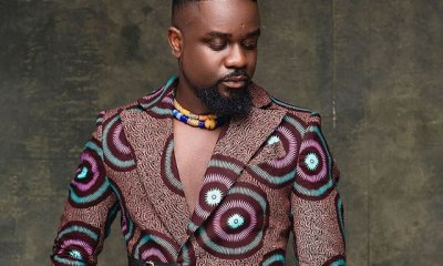 Sarkodie in an african print