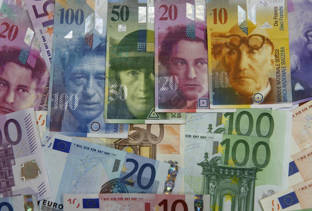 File Picture Illustration Shows Various Euro Banknotes Next To Various Swiss Franc Notes At A Bank In Warsaw, July 18, 2011. The Swiss National Bank Shocked Foreign Exchange Markets By Setting A Minimum Exchange Rate Target Of 1.20 Francs To The Euro On September 6, 2011, Knocking Back A Currency Rally Which Has Threatened Its Economy With Recession. Using Some Of The Strongest Language By A Central Bank In The Modern Era, The SNB Said It Would Buy Other Currencies In Unlimited Quantities And Use All Means Within Its Power To Hold To The Target. Picture Taken July 18, 2011. REUTERS/Kacper Pempel/File (POLAND - Tags: BUSINESS)