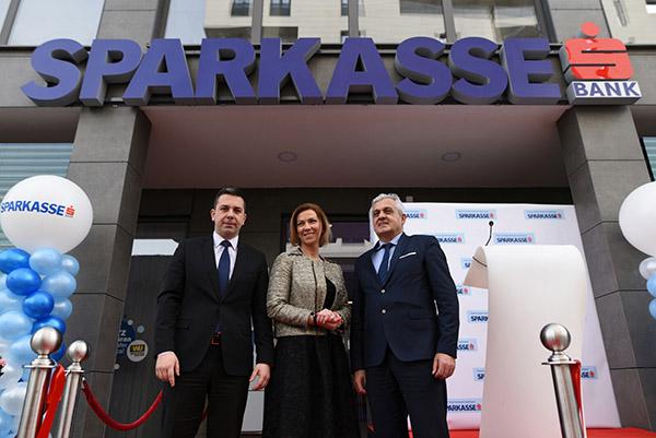 Direktor Sparkasse Bank Sanel Kusturica Dir. Filijale Mostar Sparkasse Sanela Demirovic I Ljubo Beslic Gradonacelnik Mostara
