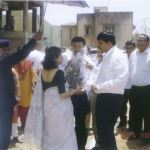 UTKARSH MEHTA WELCOMING SMT. KIRAN DHINGRA ( IAS OFFICER)-DELHI ON VMSS HOUSING PROJECT GADAPURA
