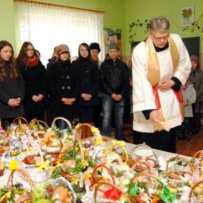 Poświęcenie pokarmów w Mirowie Nowym