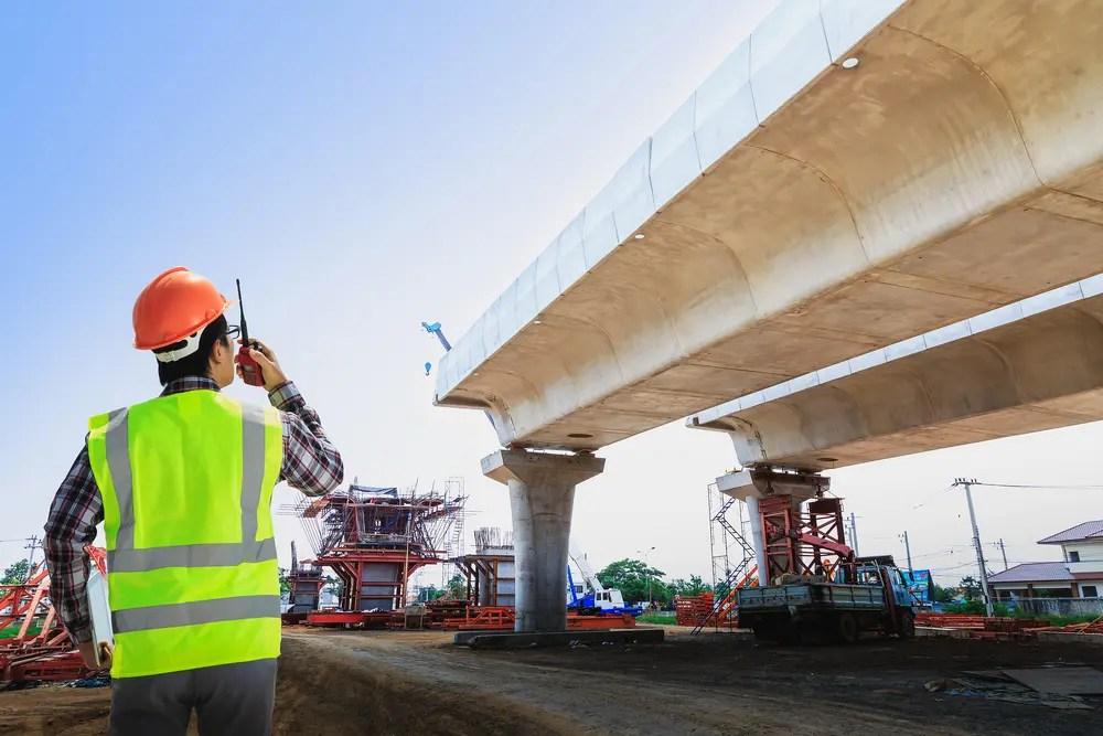 大規模なインフラ工事(高速道路架橋)を取り仕切る土木施工管理技士