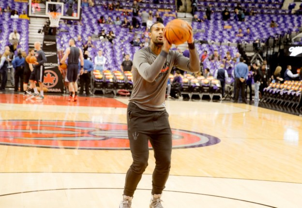 James Johnson warming up by Paul Saini Fylmm