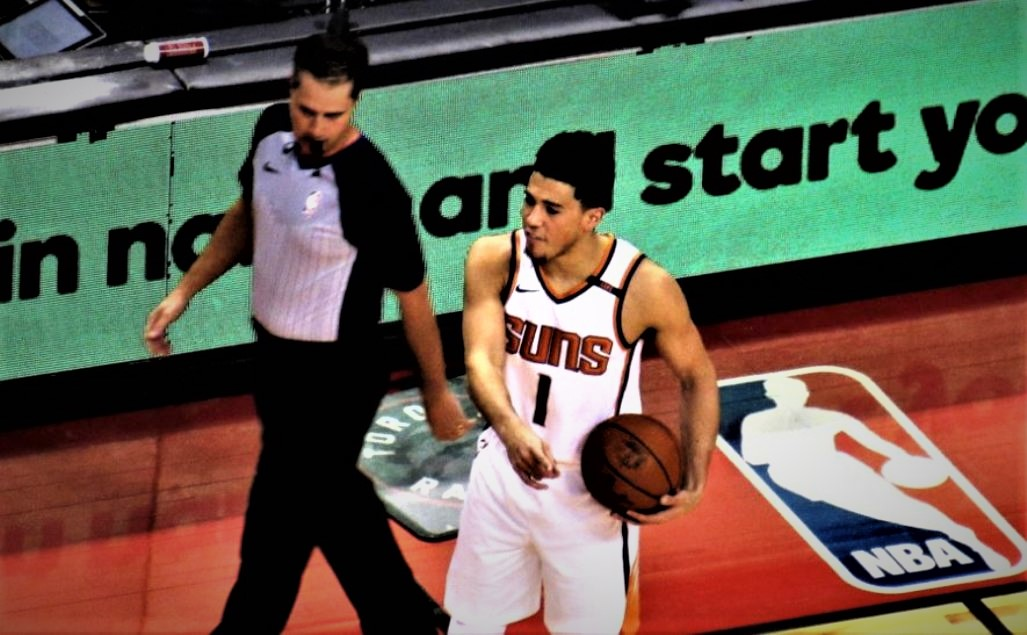Suns-devin-booker-by-larry-millson-2017