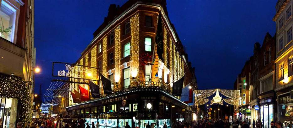 Dublin is a great winter destination for your Christmas trip. Forget about the Christmas market but read my 5 reasons why you should go to Dublin in December and go Christmas Shopping in Grafton street
