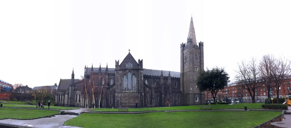Dublin is a great winter destination for your Christmas trip. Forget about the Christmas market but read my 5 reasons why you should go to Dublin in December and visit Saint Patrick's Cathedrale