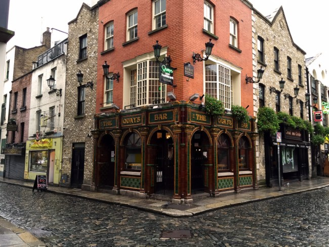 go to Dublin in December and explore the dublin pub life