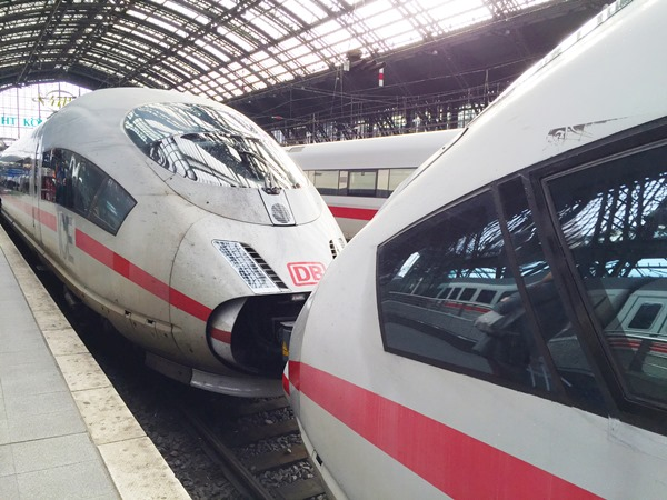 As a young woman, traveling alone, you need to be aware of any safety issues for a certain place. If we keep in mind the current events of New Year's Eve around Cologne Central Train Station, the main question for a solo female traveling to Cologne Station is: is it safe? I had to go to Cologne and I traveled by train. Read my experiences and what I think.