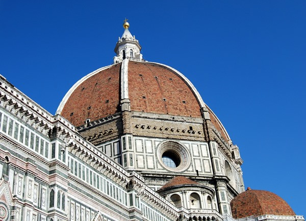 Florence's main attraction is the Duomo and the sights around it. There are 5 ways to explore the Duomo of Florence.