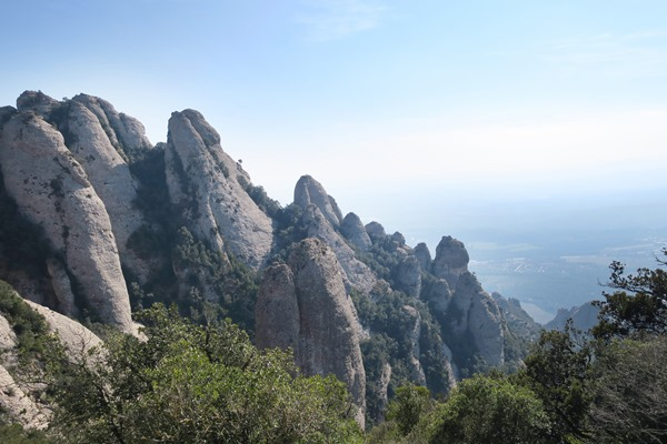 I travelled on a day trip from Barcelona to Montserrat Monastery. A lot went wrong so I give you my 9 mistakes to avoid when going to Montserrat.